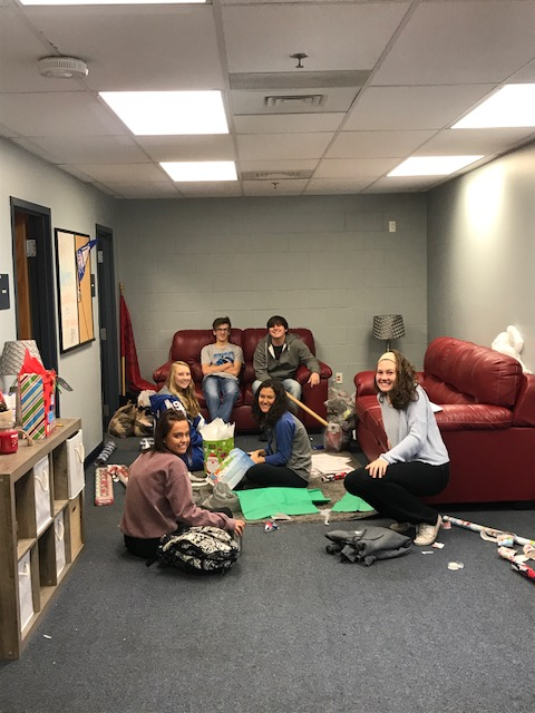 MCHS Students Help with Angel Tree